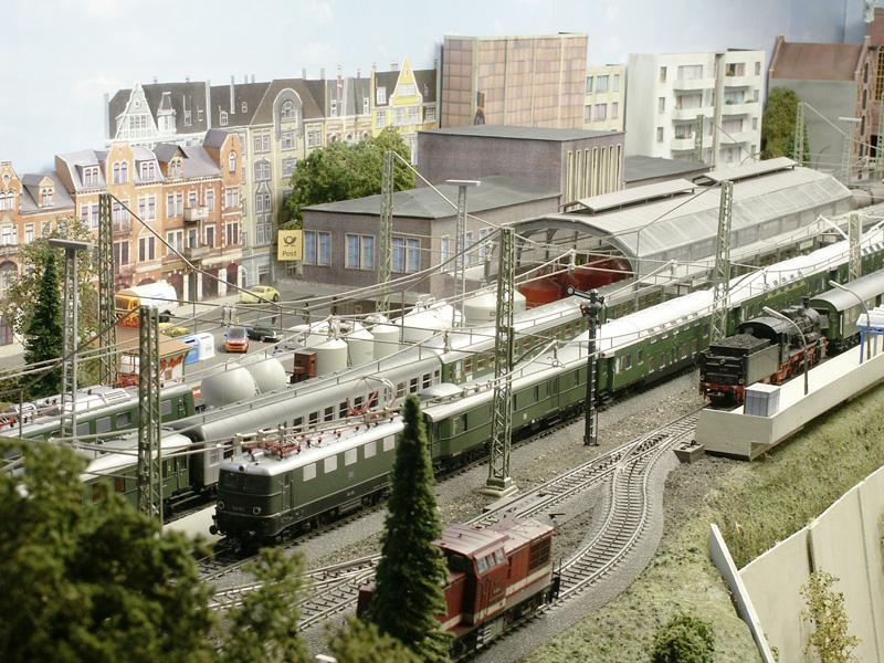 papphausen in h0 - stummis modellbahnforum, Hause und Garten